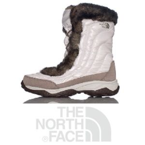 ULTRA COZY!  The North Face Nuptsie ii fur boots 9